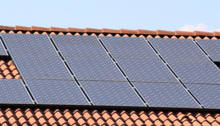 solar-panels-1273129_960_720