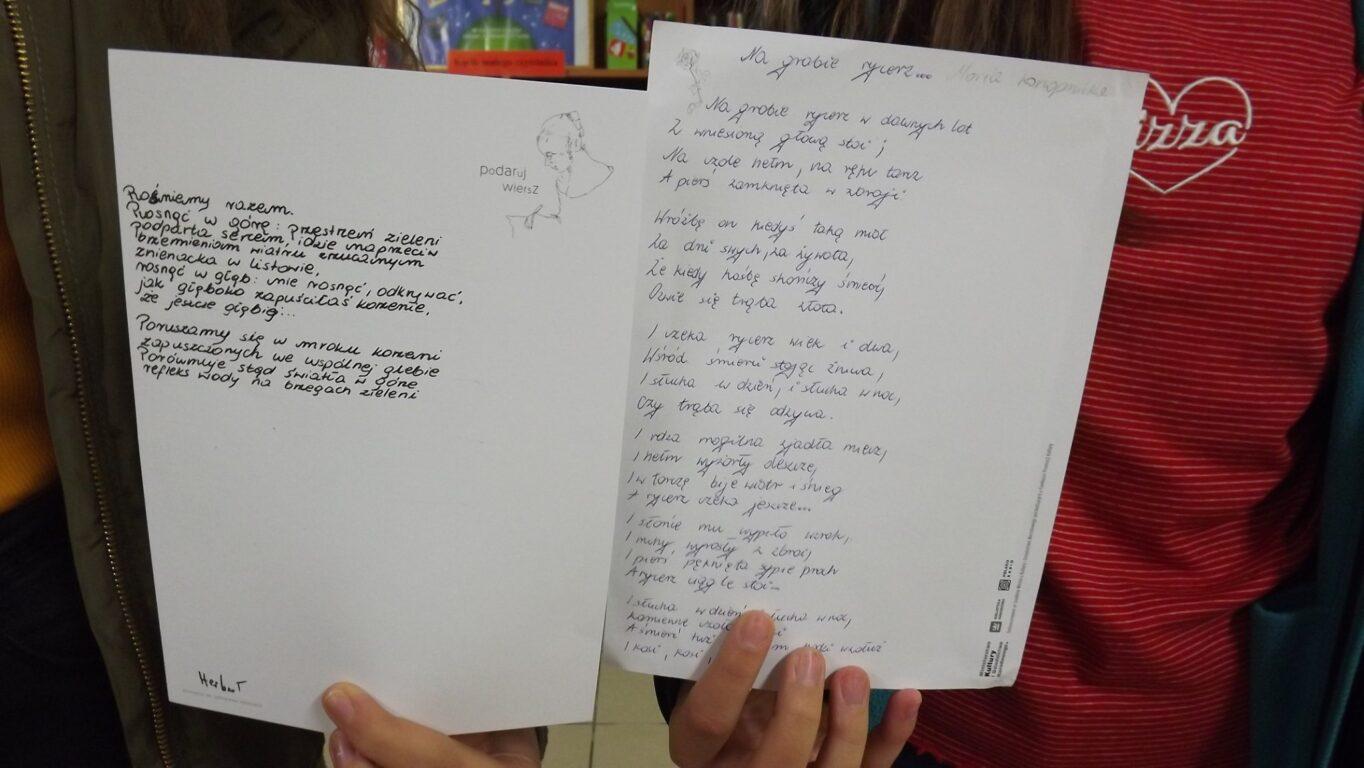 Biblioteka W Dąbrowicy Włączyła Się Do Akcji Podaruj Wiersz