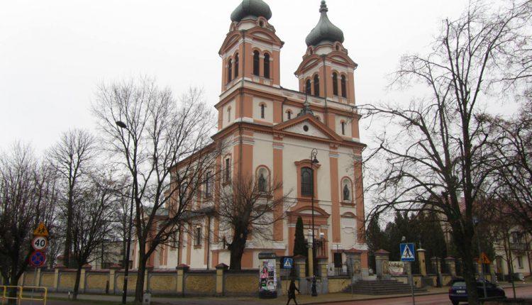 Parafia Trójcy Świętej i Wniebowzięcia Najświętszej Maryi Panny w Biłgoraju, Kościół (1)