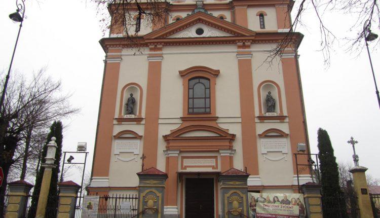 Parafia Trójcy Świętej i Wniebowzięcia Najświętszej Maryi Panny w Biłgoraju, Kościół (8)