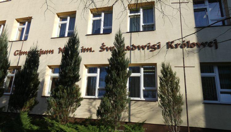 Szkoła Podstawowa nr 1 im. Sługi Bożego Księdza Prymasa Stefana Kardynała Wyszyńskiego w Biłgoraju (1)