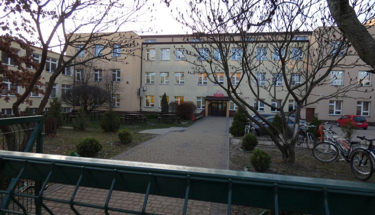 Szkoła Podstawowa nr 1 im. Sługi Bożego Księdza Prymasa Stefana Kardynała Wyszyńskiego w Biłgoraju (8)