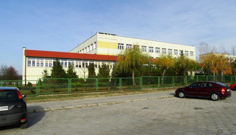 Szkoła Podstawowa nr 5 im. Ks. Jana Twardowskiego (1)