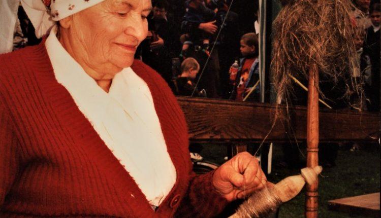 Janina Lembryk w widowisku Jak to ze lnem było…