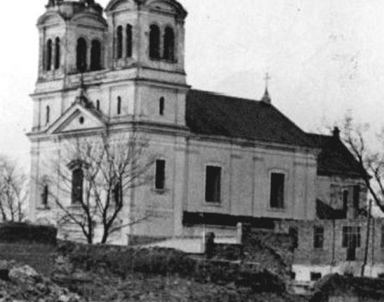 1. Częściowo zniszczony kościół Świętej Trojcy i WNMP w Biłgoraju