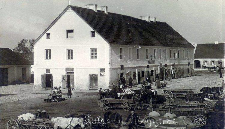 2. Dom Szwerdszarfa, czyli Magistrat biłgorajski przed zbombardowaniem. Ze zbiorów MZB