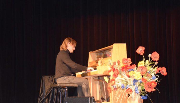 Koncert pianistyczny w TOK Tarnogród (17)
